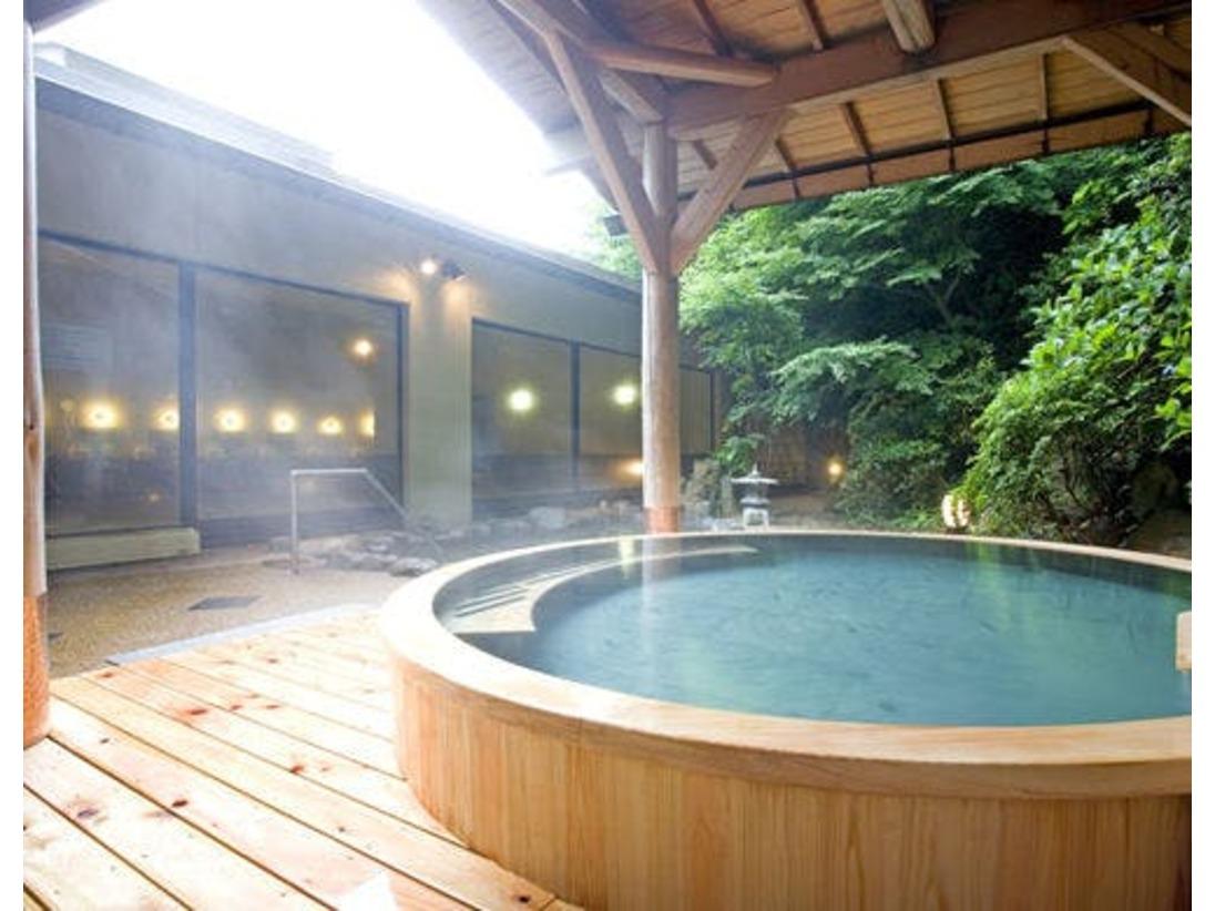 檜が香る女性用大浴場の露天風呂