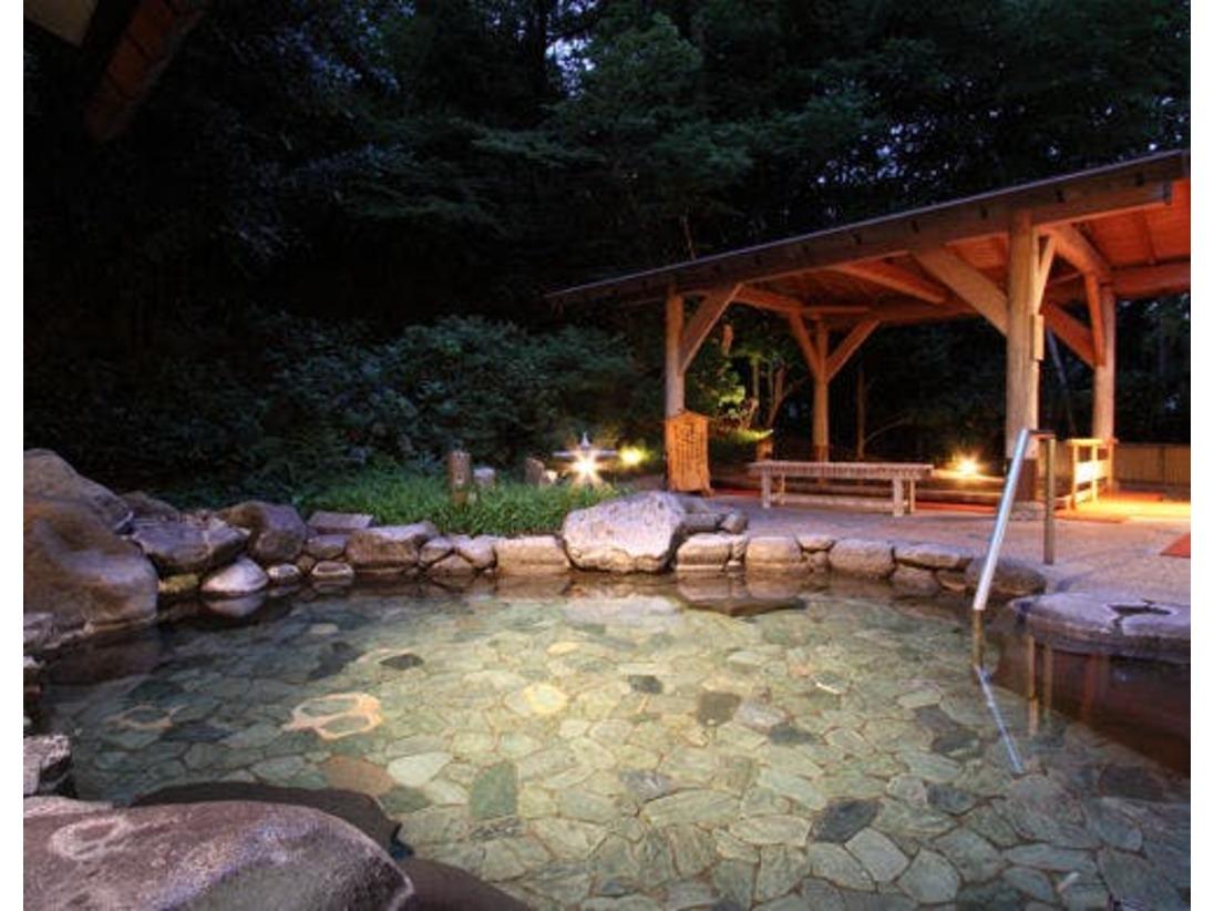 男女共に、大浴場には露天の檜と岩風呂がございます