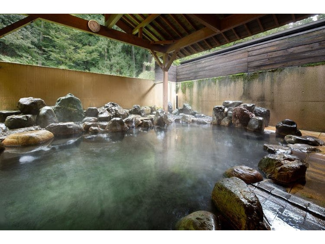 【お市の湯】須賀谷温泉にゆっくりつかれる大浴場の露天風呂