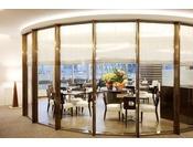 【朝食会場】ホテル5階ロビー奥