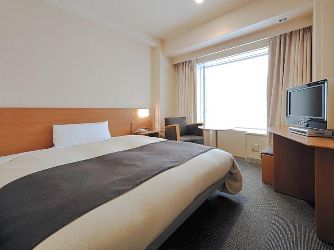 ■シングルルームベッドサイズ120cm~140cm、16平米のお部屋です。シャワー付トイレ完備。