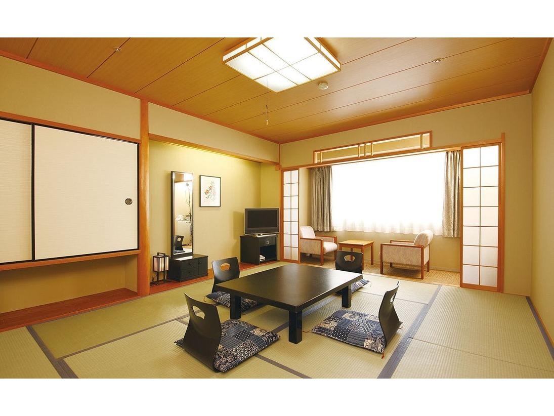【和室】純和室のお部屋は旅の情緒を楽しむ落ち着きの空間をご提案致します。5名様まで対応可能です。