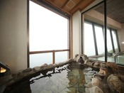 女性露天風呂。津軽海峡が眼下に望めます。