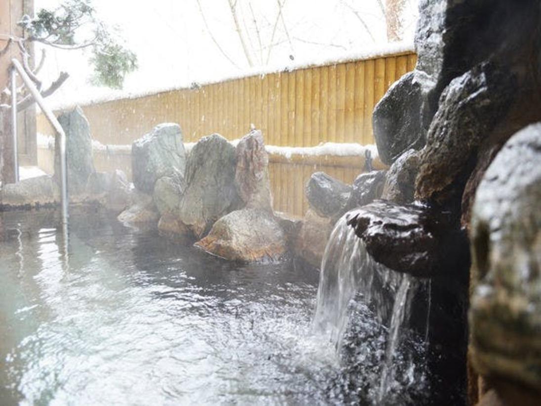 雪景色の本館露天風呂