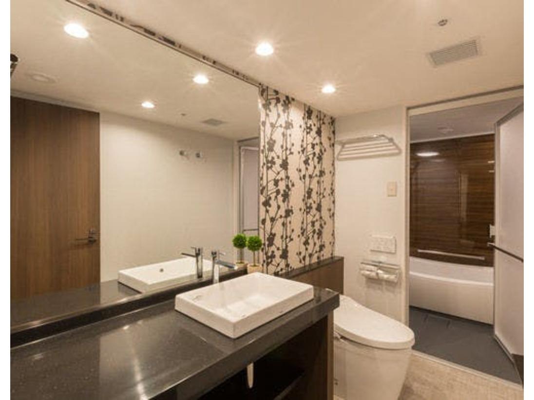 【スーペリアタイプ】バス、トイレ、セパレートタイプです♪清潔感あふれるバスルームで、ゆっくり湯船につかれます☆