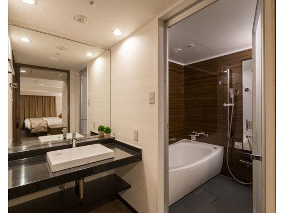 【デラックスツイン】バス、トイレ、セパレートタイプです♪清潔感あふれるバスルームで、ゆっくり湯船につかれます☆