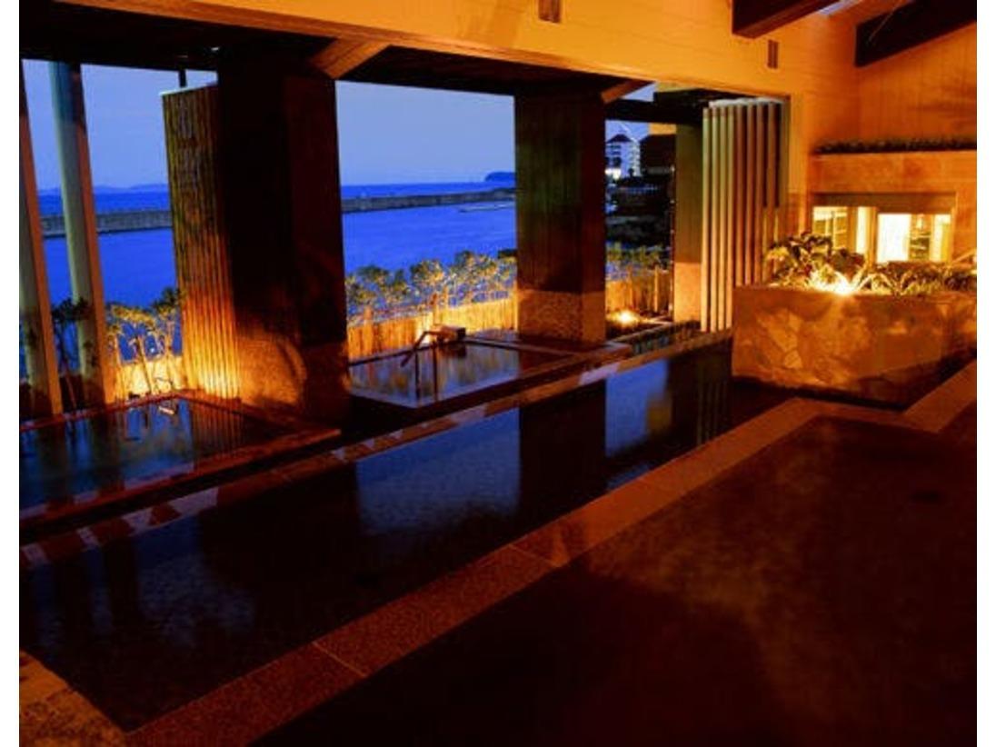 【淡路棚田の湯】 淡路島の原風景「棚田」をモチーフにした三段湯船が特徴。洲本温泉・古茂江温泉を同時に