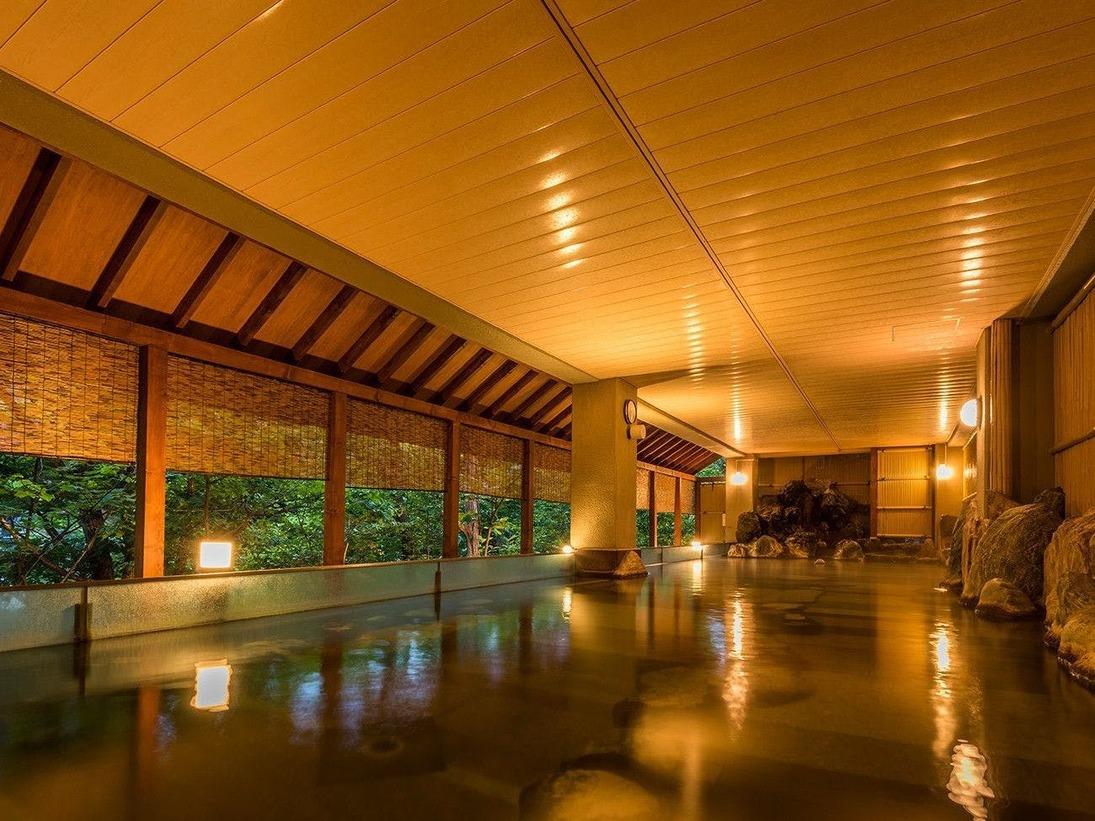 【湯酔郷】<本館地下1-2F>広々とした大浴場で、露天風呂やジャグジー、サウナなど様々な種類をご用意しております。