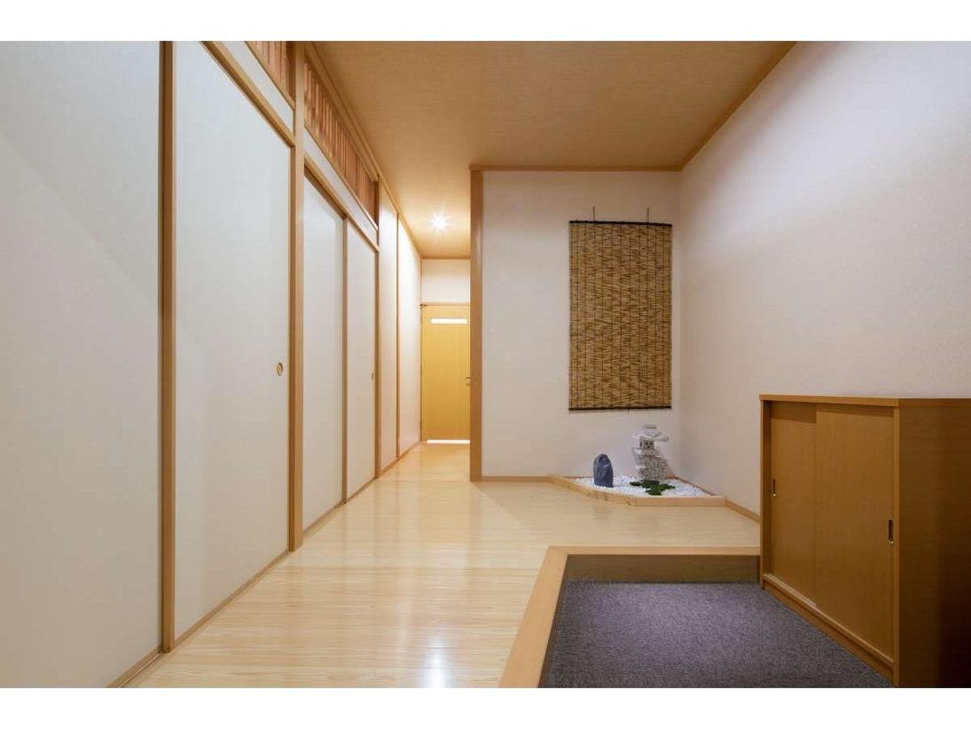 和室:10畳+6畳【玄関】