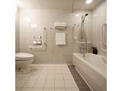 【ユニバーサル】広々とした、バスルームをご用意しております。