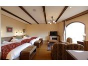 当館で唯一3台のベッドが横並びの客室。