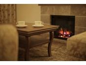 実際の炎のような暖炉ですが暖房機能はついておりません。