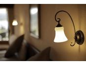 全客室ベッド上部に備え付けのライトです。