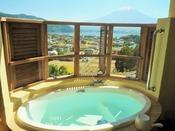 絶景富士山を望む露天風呂付※シャワーブースはございません。