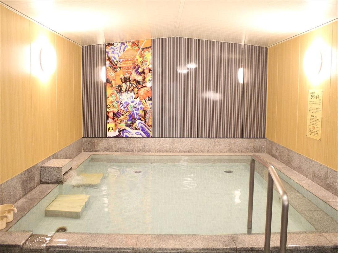 【男性浴場】温泉と同様の成分を含む光明石を使用した人工温泉