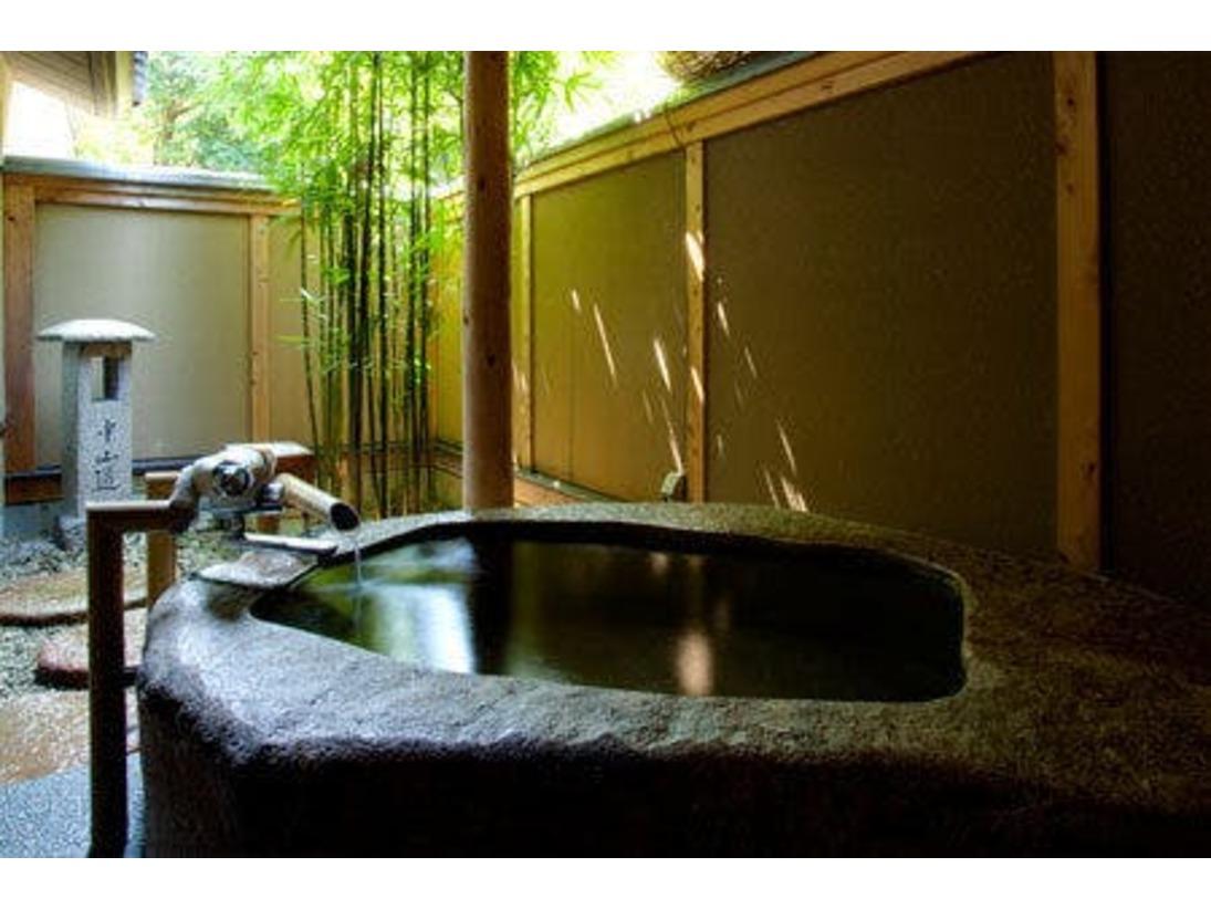 1階「菊・桃」御影石の露天風呂付き