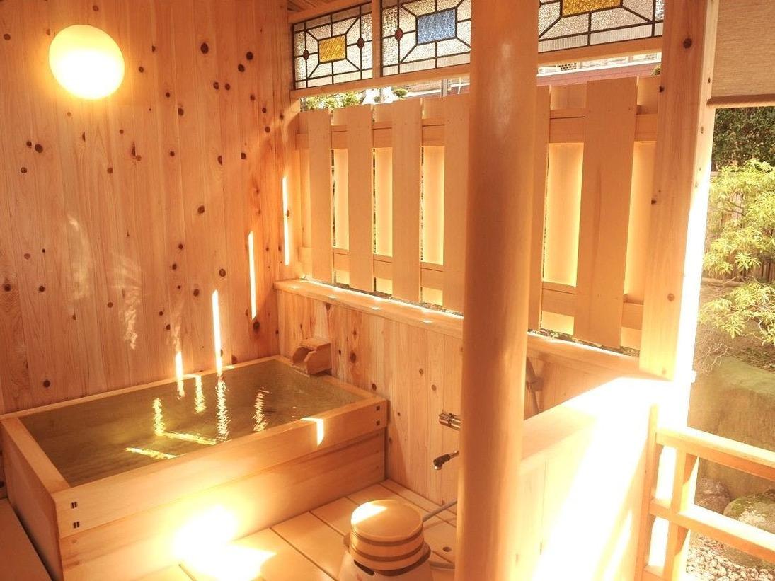 落ち着いた佇まい…露天風呂付客室の一例