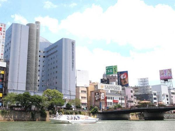 那珂川沿いに建つ博多エクセルホテル東急