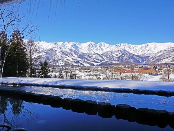 雪景色を楽しめる新温泉の露天風呂