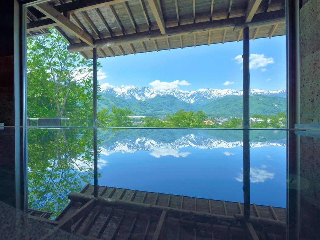 【わらび平の湯】新温泉、わらび平の湯の内湯からもアルプスの山並みが素晴らしすぎです