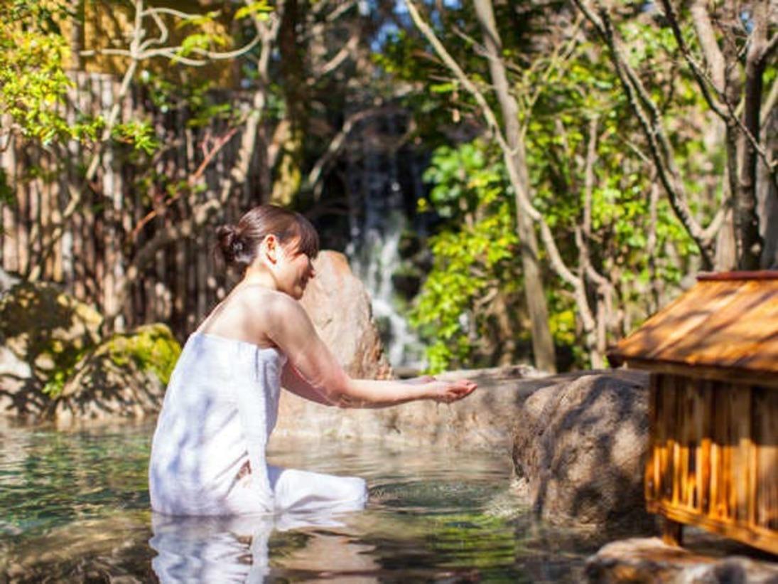 """【原鶴温泉】原鶴の湯は""""W美肌の湯""""肌に良い泉質が2種含まれています。"""