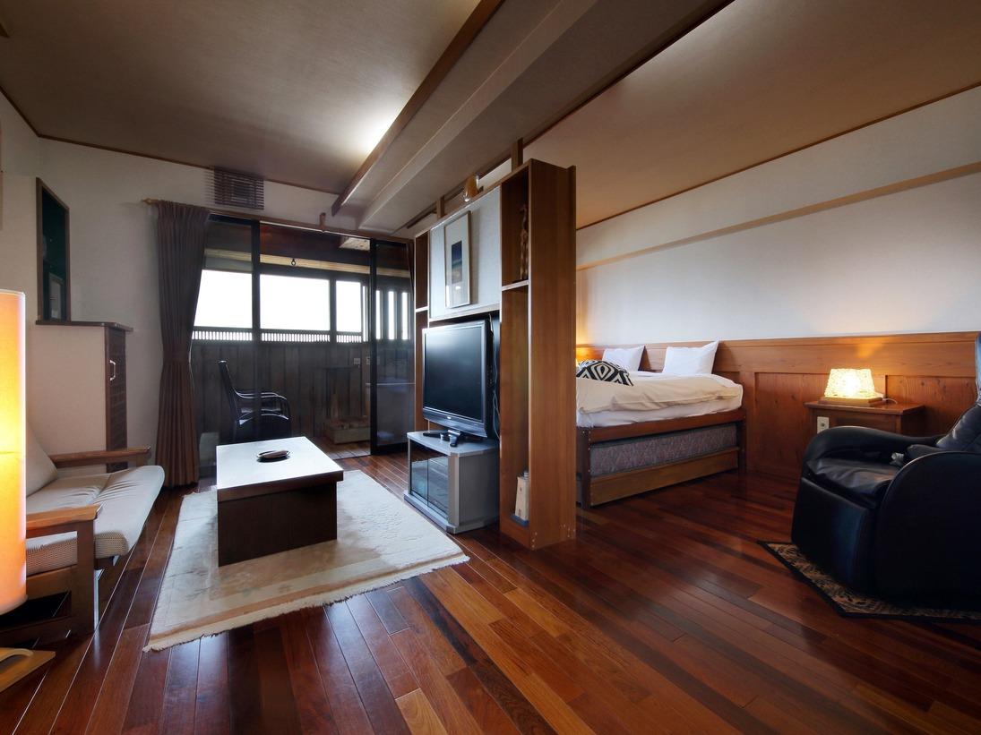 【新渚感 壱ichi】海の見える露天風呂・マッサージチェアー・大型テレビなどをフル装備。モダン和風の明るいお部屋。高さのあるキングサイズベッドからは、海が見える創りになっています