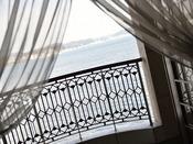 3階共有バルコニーからは、相模湾を一望できます。