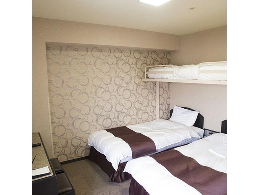 ファミリールーム(シングルベッド2台+ロフト)大人3名様まで利用可能
