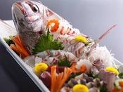 """お祝いの席を華やかに彩る""""鯛の姿造り""""(イメージ)"""