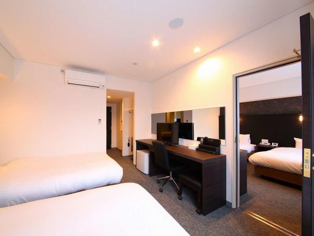 2部屋の間の専用ドアを解放すると、自由に行き来ができる4ベッドのお部屋です。ご家族連れ、グループ旅行におすすめ★