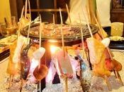夜は囲炉裏を囲んで阿蘇の郷土料理を愉しむ
