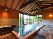 *大浴場『金殿』/ひのきの木の温もりを感じながら浸かる天然温泉は、疲れを芯から癒してくれます。