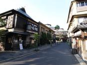 *箱根湯本周辺風景/箱根湯本の駅から徒歩10分。当庭はこの風景を抜けた高台にございます。
