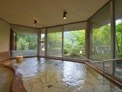 *大浴場『銀殿』/銀殿は伊豆石でできたお風呂。石でありながら冷たさを感じさせません。