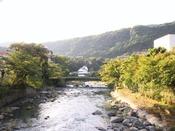 *箱根湯本周辺風景/山々に囲まれた須雲川。箱根ならではの風景をお楽しみください。