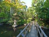 *庭園/須雲川の清流を取入れた閑静な日本庭園。池を取り囲むように8棟の離れのお部屋がございます。
