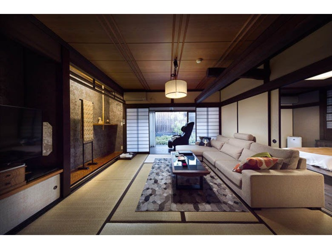 ソファやマッサージチェアを完備した特別室となります。