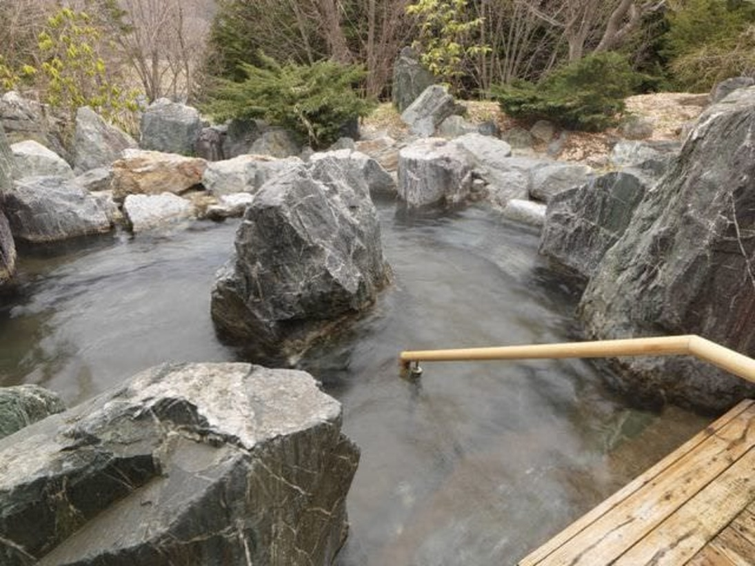 露天風呂/湯は無色透明、美肌の湯