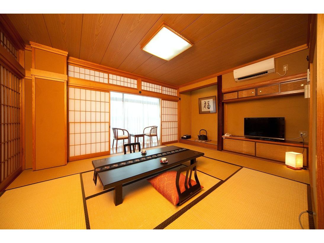 清潔で明るい和室10畳(トイレ付)の客室をご用意致します。