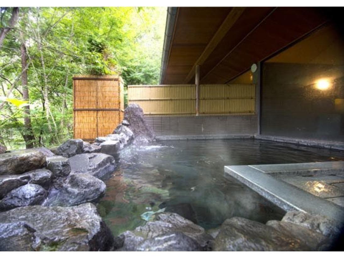 思い切り深呼吸したくなる森の中の温泉露天風呂