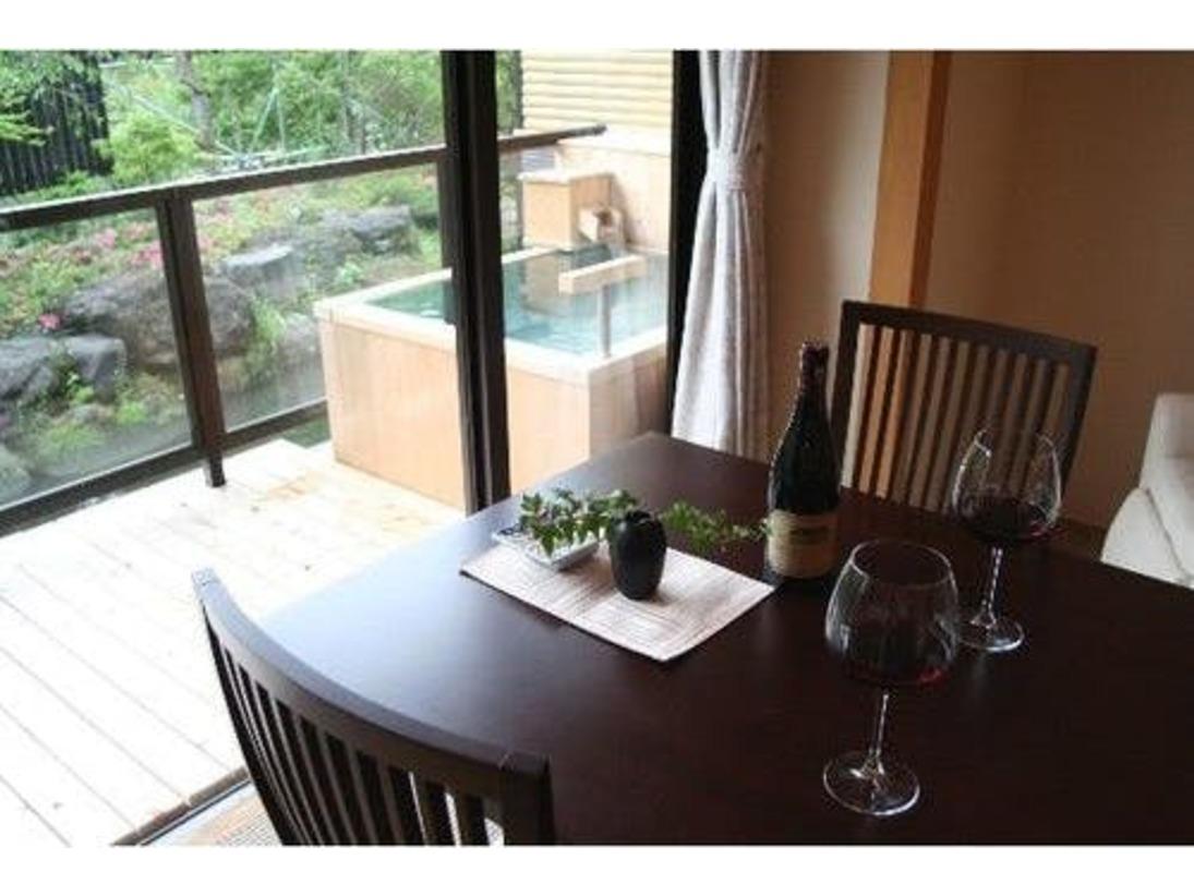 ダインングテーブル付和室ならイステーブルでのお食事も可能です。
