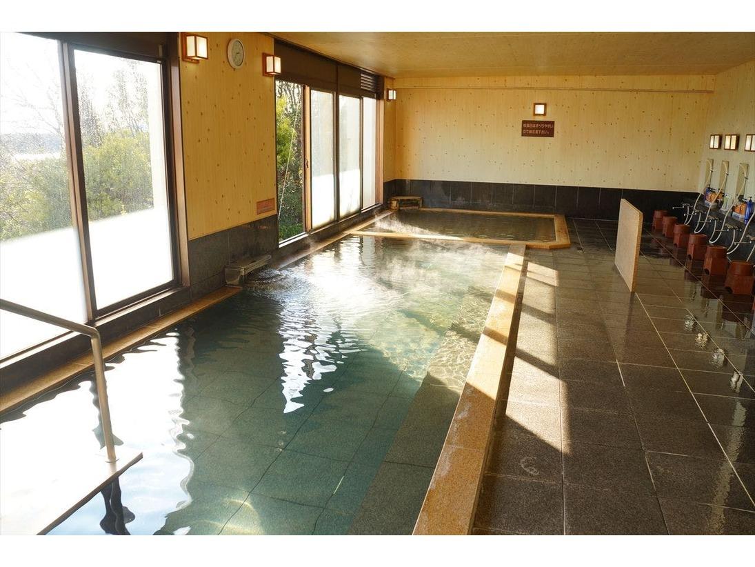 窓からは遥か英虞湾の絶景、大浴場一例。ひのき風呂やジェットバス、ハーブサウナなど