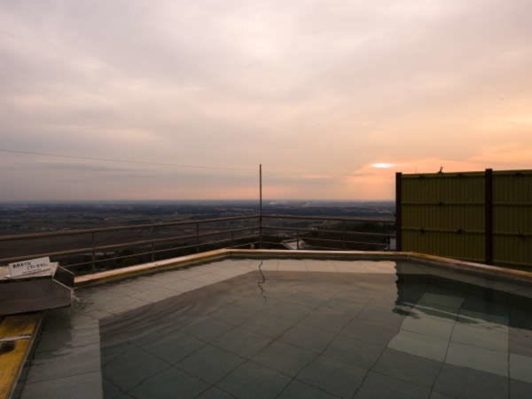 最上階パノラマ露天風呂:最上階露天風呂からは絶景を望めます。