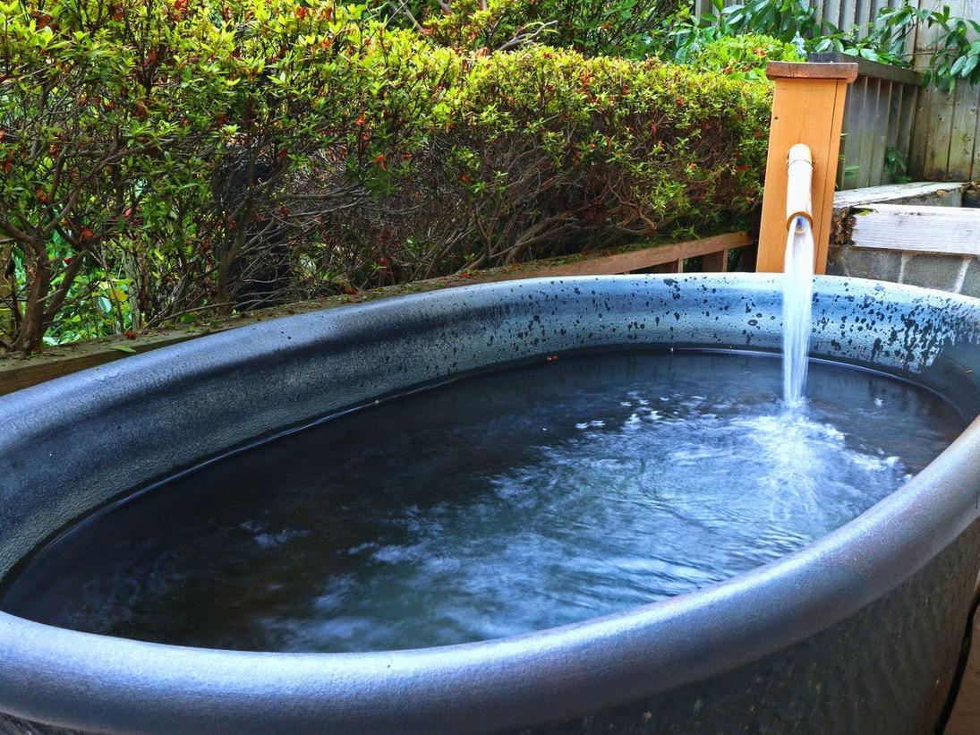 《雪月花》陶器風呂