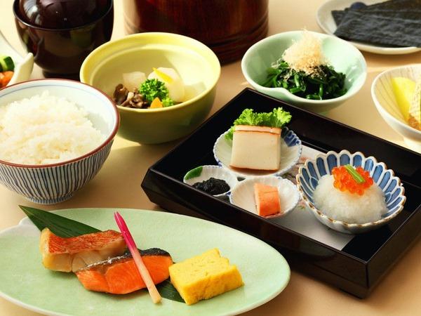インルームダイニングの朝食(和食)