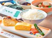 14階千羽鶴 【朝食】和定食/博多の味の代表格である「明太子」や郷土料理でおなじみの「おきうと」など、博多の味を堪能できます。