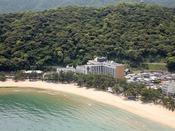 海の山に囲まれ自然豊かなロケーションの夢海游 淡路島
