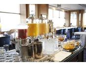 柔らかな陽光がそそぐ、開放的な空間で迎える、目覚めの朝。ル・ノルマンディならではの美味しい朝食で、素敵な1日をスタートしてください!※写真はイメージです※食材の入荷状況により、メニュー内容が変更になる場合がございます(ル・ノルマンディ)