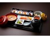 京の朝粥(熊魚菴たん熊北店)ご朝食は『和定食』と『京の朝粥』をご用意しています。ふっくらと炊きあがった御飯、もしくは餡のかかったお粥のいずれかをお選びください※写真はイメージです※食材の入荷状況により、メニュー内容が変更になる場合がございます