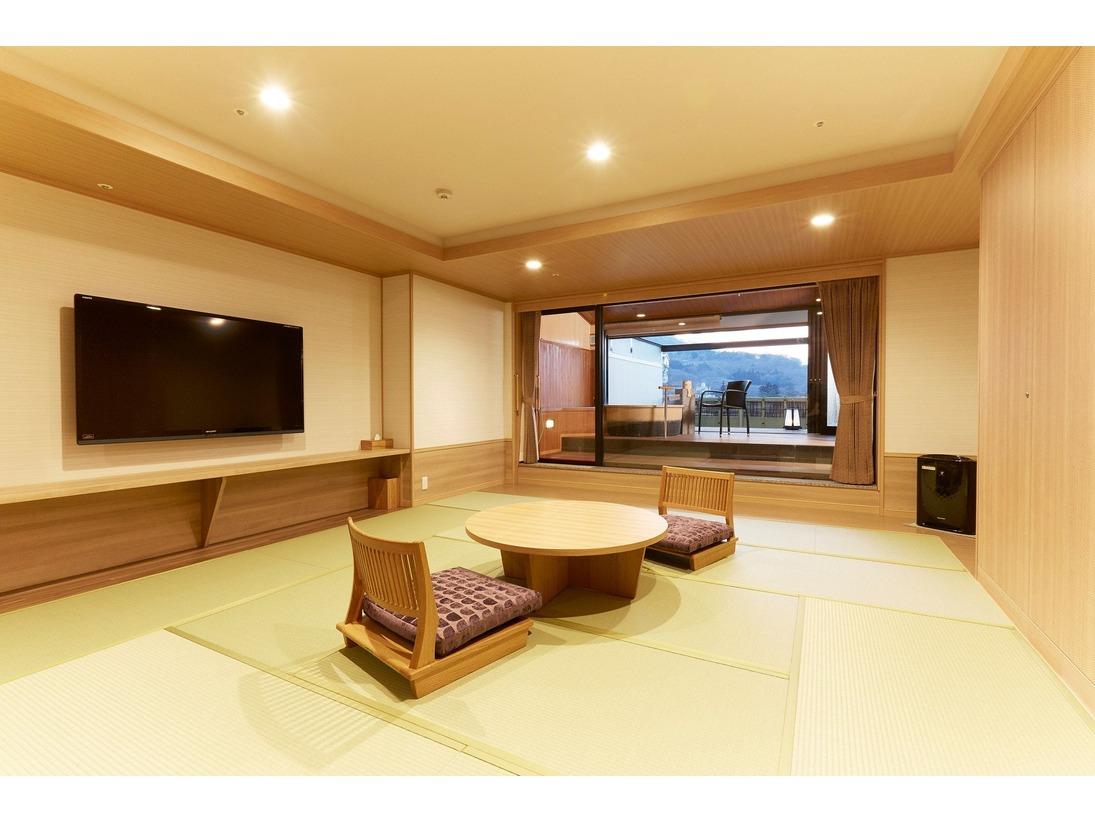 露天風呂付客室「山水亭」和室の一例